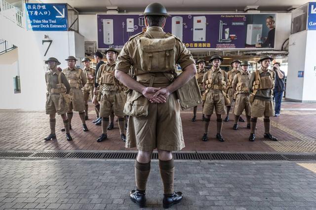 """""""港独""""分子组成军队出现在香港街头"""
