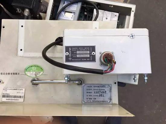 """益阳交警被告上法庭后,湖南省计量检测研究院到益阳把这台标着""""生产厂家:无锡市恒通智能交通设施有限公司""""的雷达测速仪拆开。"""