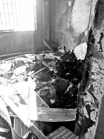 因手机充电爆炸起火,导致家中发生火灾的房间。