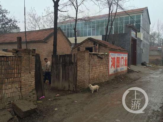 吴春红家。