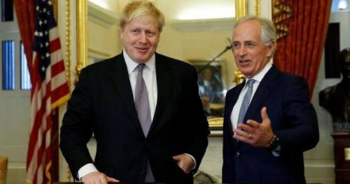 资料图片:英国外相约翰逊和美国共和党参议员考克。
