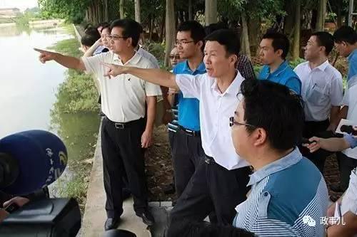 刘悦伦巡查水道现场
