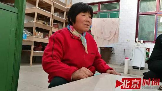 陕西富平农妇杨科棉称,儿媳在县妇幼保健院生产后孩子被张淑侠抱走,再没找回 图北京时间/古鲁