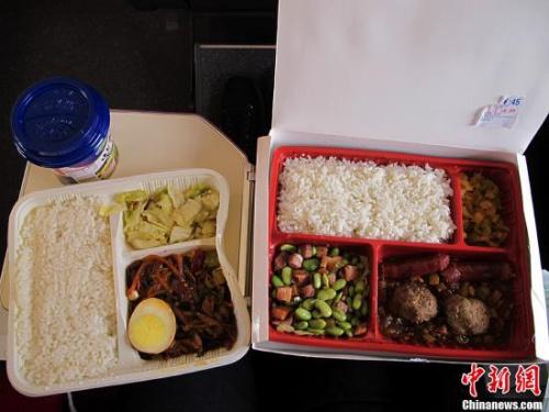 北京出发的高铁上45元的盒饭与15元的盒饭