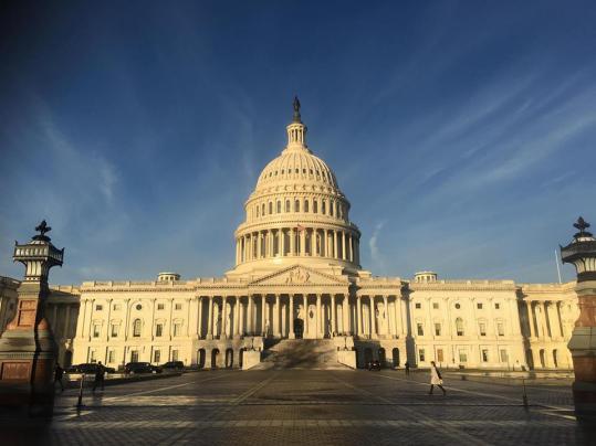 美国总统特朗普首次否决国会决议案