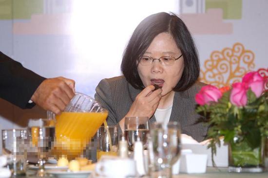 """蔡英文否认台湾沦为筹码 妄称我们不是""""小国"""""""