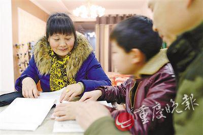 姑姑在和小勇交流寒假学习计划