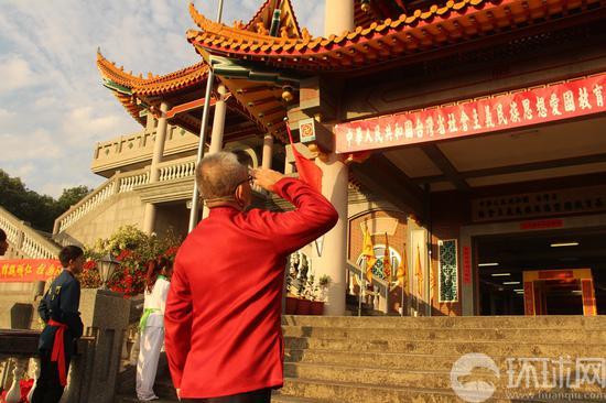 魏明仁在台湾升五星红旗后 再升中国共产党党旗