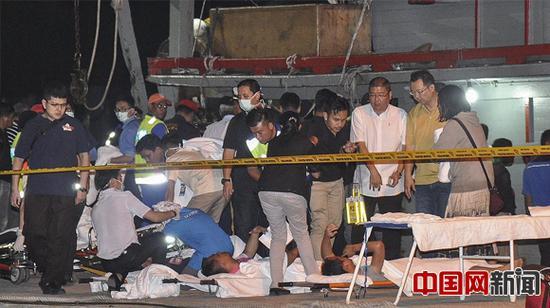 当地时间2017年1月29日,马来西亚沙巴州哥打基纳巴卢,马来西亚沉船事故幸存者接受医护治疗。马来西亚一艘载有31人的船只于28日失联,船上有28人来自中国。(东方IC)