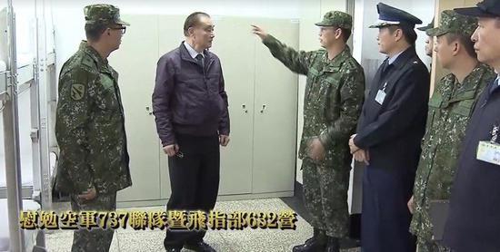 台防务部门负责人冯世宽视察台空军部队