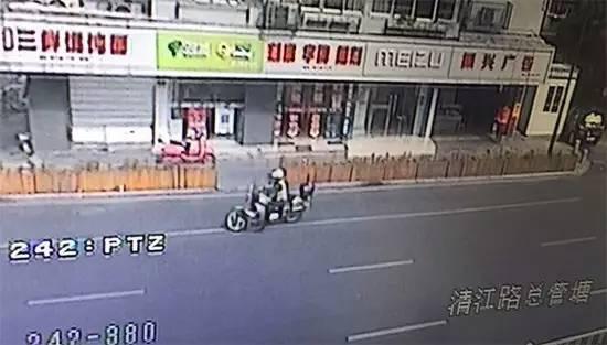上城交警的摩托车骑警已经在三桥下桥口等候