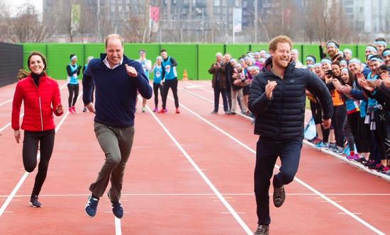 现场:慈善赛跑哈里王子完胜威廉凯特夫妇