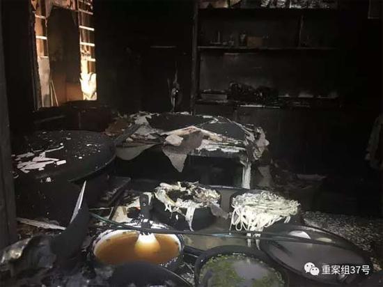 ▲2月6日下午,火灾过后的足馨堂足浴中心内景。 新京报记者 林斐然 摄