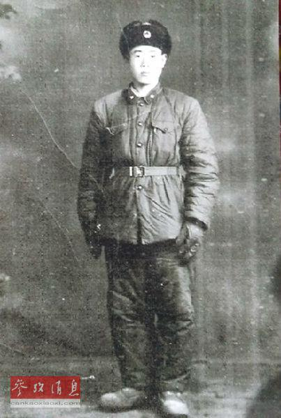 王琪老人参军期间的照片