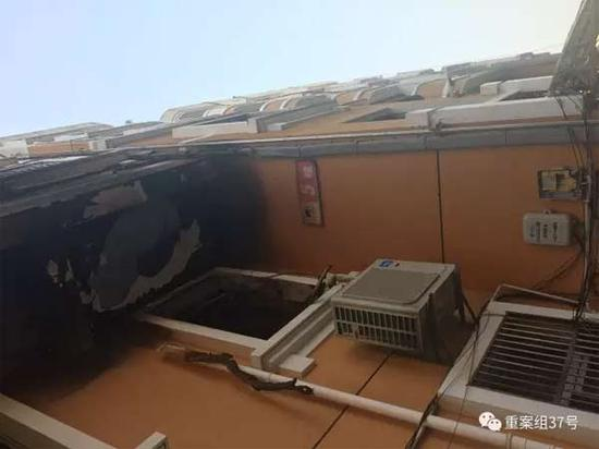 ▲2月6日下午,足馨堂足浴中心被浓烟熏黑的墙体。 新京报记者 林斐然 摄