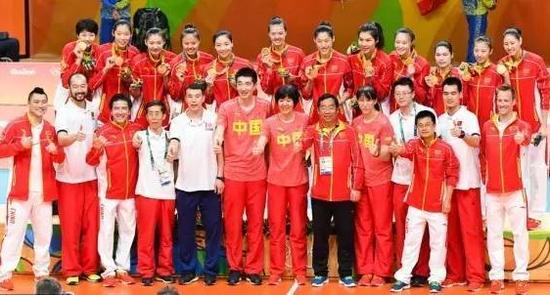 《感动中国》2016年度特别致敬:中国女排