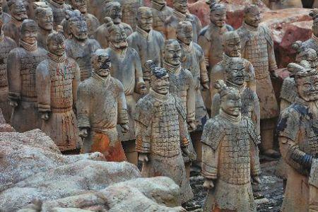 实拍安徽景区现山寨兵马俑群 回应:我们都是A货