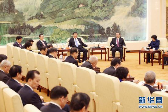 图为:2017年1月22日,习近平、俞正声、张高丽等在北京人民大会堂同党外人士欢聚一堂,共迎佳节。
