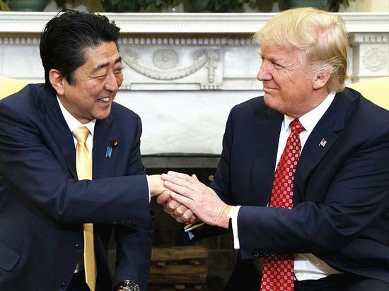 握手。(新華/美聯)