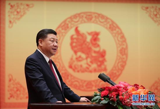 图为:2017年1月26日,中共中央、国务院在北京人民大会堂举行2017年春节团拜会。中共中央总书记、国家主席、中央军委主席习近平发表重要讲话。