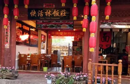2月4日,赵某一行在快活林饭庄外被追打。图/李英强