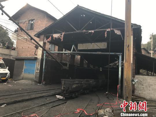 事发煤矿矿井口 傅煜 摄