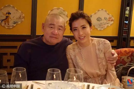 ▲香港富商刘銮雄与妻子甘比(图片来源:视觉中国)