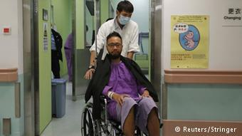 2014年10月,被殴打后的曾健超在医院接受治疗。