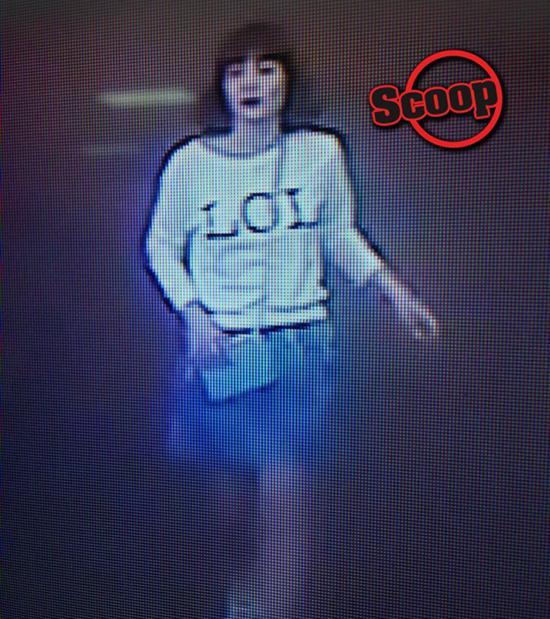 监控视频拍到的疑似女嫌犯画面。