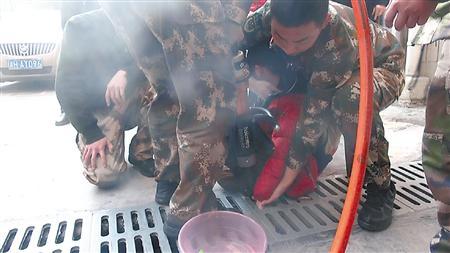 消防官兵正在救援 通讯员 王淋 摄