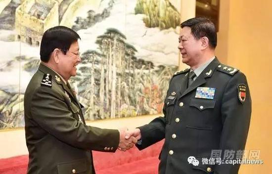 马宜明(右)1月17日在北京会见了来访的柬埔寨国防部副国务秘书昆武率领的柬高级军官见学团