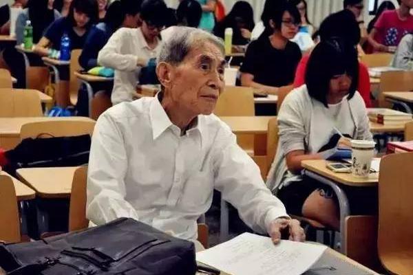 """台湾大爷70岁开始""""逆生长"""" 105岁考博士"""