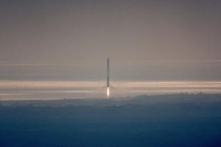 现场:SpaceX成功发射猎鹰9号 并收回一级火