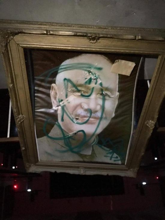 蒋介石照片被喷漆