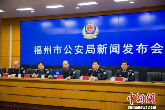 """福州市公安局表示推行窗口""""无否决权""""工作机制。李南轩 摄 李南轩 摄"""