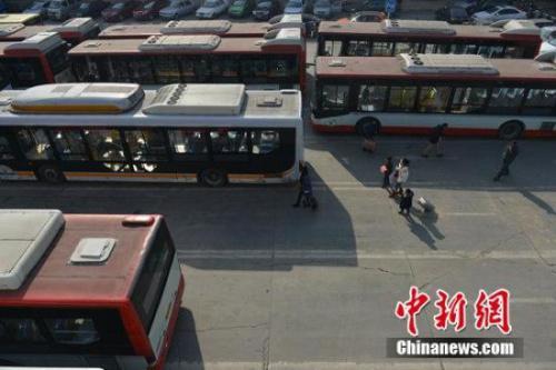 资料图:图为成都城东客运中心 张浪 摄