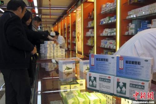 资料图:北京一家老字号药店。 中新社发 李慧思 摄
