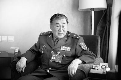 上午,全国政协委员、朱德元帅的外孙刘建在驻地接受本报专访摄/记者 黑克