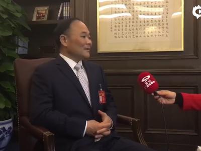 两会特写:四川委员誓将甲醇汽车黑科技带回家乡