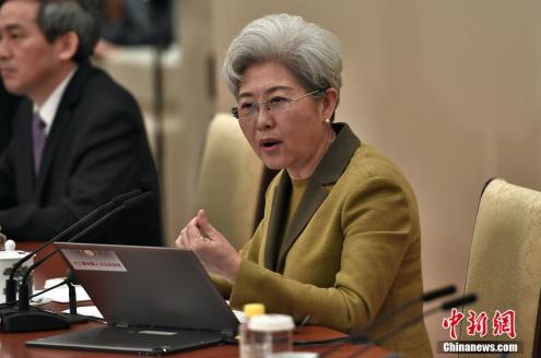 3月4日,十二届全国人大五次会议在北京人民大会堂举行新闻发布会。大会发言人傅莹就大会议程和人大工作相关的问题回答中外记者的提问。中新社记者 金硕 摄