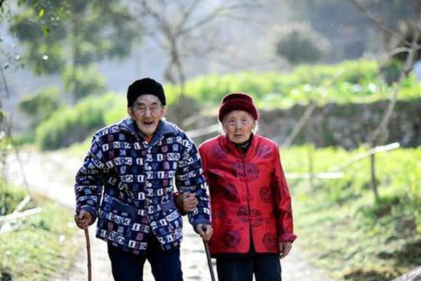 他们相爱81年 从未分开过一天