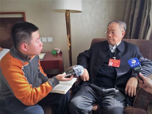 全国政协委员、海军网络安全和信息化专家咨询委员会主任尹卓少将接受海峡之声记者采访
