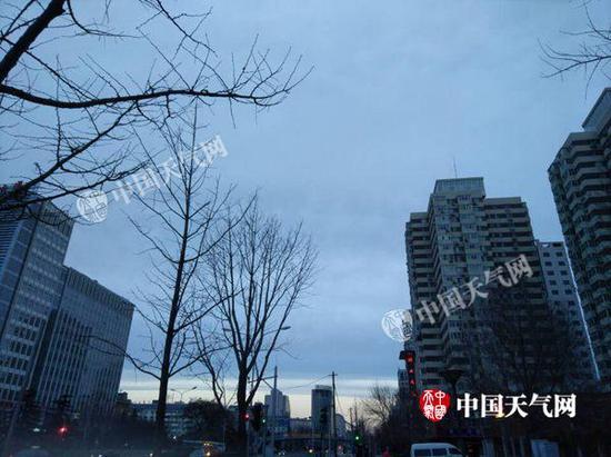 3月5日7时,北京蓝天相伴。