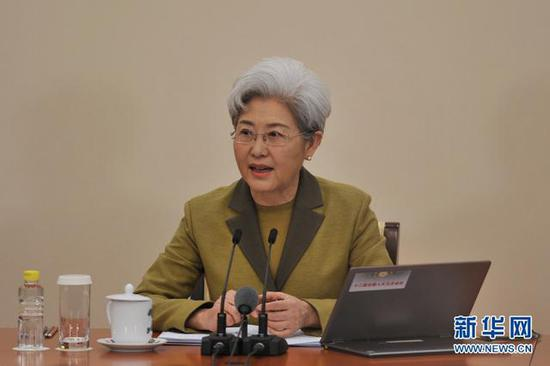3月4日,十二届全国人大五次会议举行新闻发布会,大会发言人傅莹回答记者提问。新华网/中国政府网 翟子赫 摄