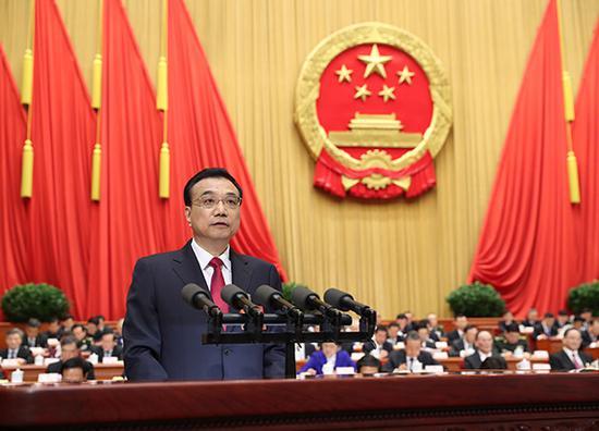 3月5日,第十二届全国人民代表大会第五次会议在北京人民大会堂开幕。国务院总理李克强作政府工作报告。 新华社记者 庞兴雷 摄