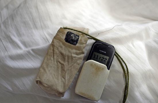 老人使用的手机,还是十多年前的诺基亚。