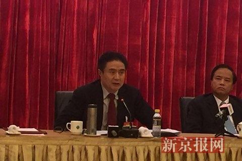 海南省委书记罗保铭回答记者提问。新京报首席记者 王姝 摄
