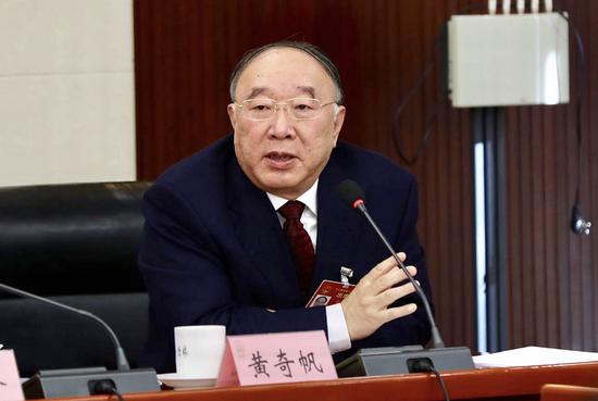 全国人大代表、全国人大财经委副主任委员黄奇帆在小组审议会上发言