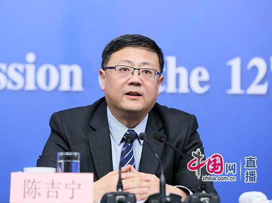 环保部部长陈吉宁回答记者提问。中国网 高聪 摄