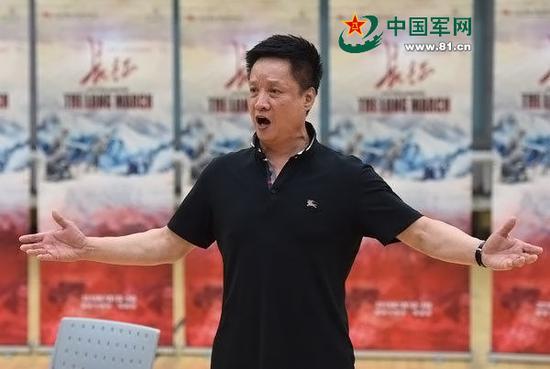 阎维文在大型原创歌剧《长征》的排练中。